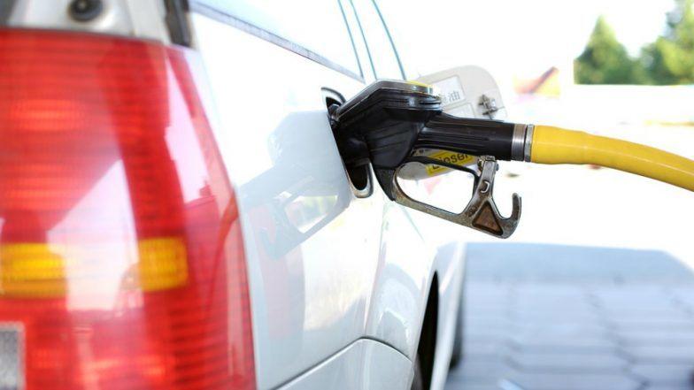 Petrol and Diesel Price 15th May: पेट्रोल और डीजल की कीमत में लगातार छठवें दिन गिरावट दर्ज, जानें अपने प्रमुख शहरों के रेट्स