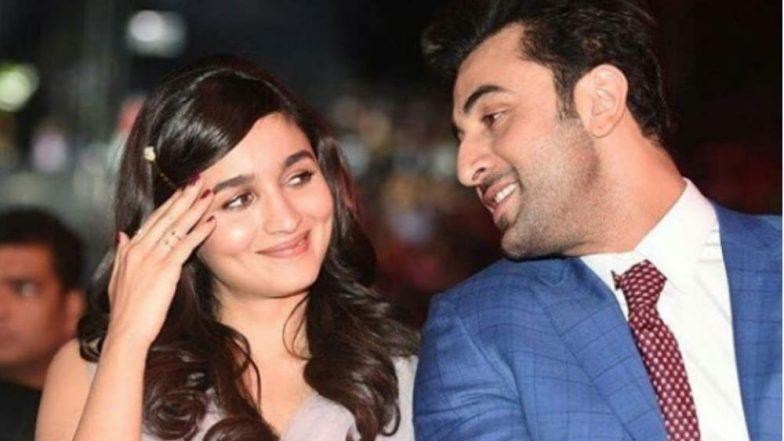 Filmfare Awards 2019: आलिया भट्ट ने स्टेज पर कहा 'I Love You', कुछ इस तरह शरमाए रणबीर कपूर, Video वायरल