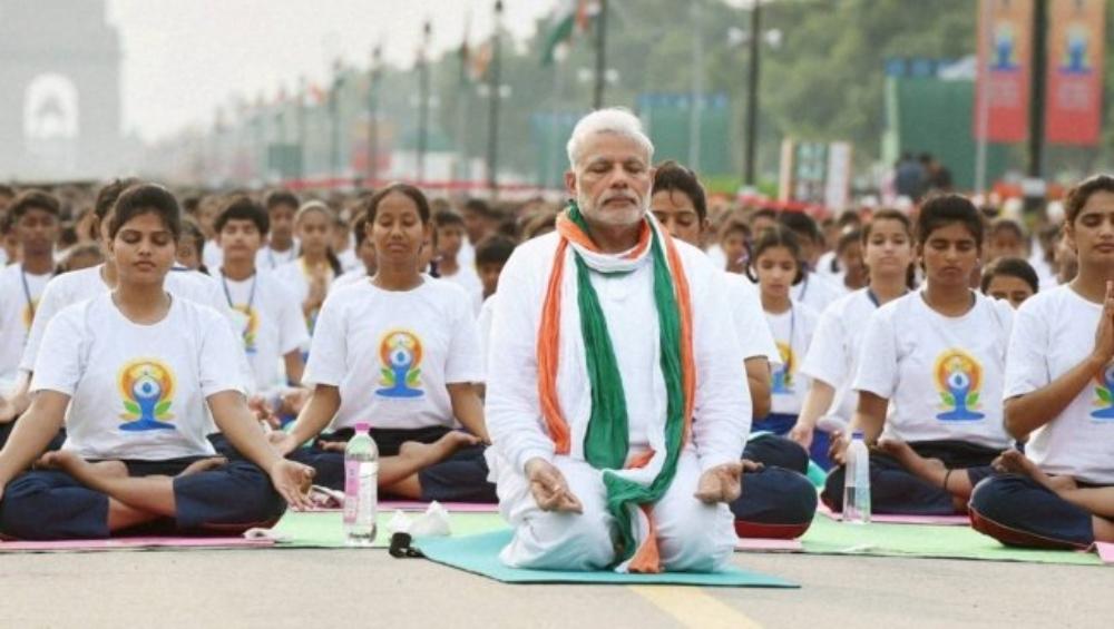 पीएम मोदी के साथ करें इन 15 योगासनों का अभ्यास और खुद को रखें फिट, देखें VIDEO