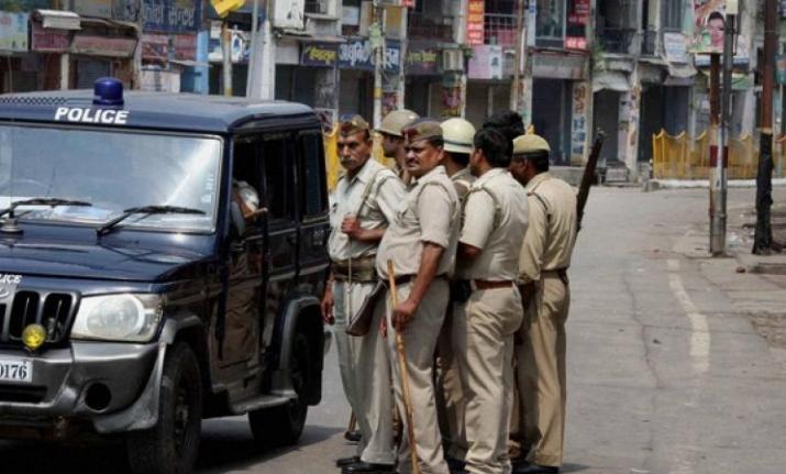 दिल्ली पुलिस के 6 कर्मचारी सस्पेंड, लखनऊ के होटल में अपराधी के साथ कर रहे थे पार्टी