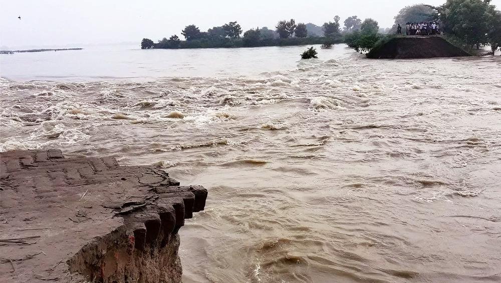 बांग्लादेश में बाढ़ ने मचाई तबाही, तेज बहाव के कारण 108 की मौत, घरों, फसलों, सड़कों और राष्ट्रीय राजमार्गो को पहुंचा नुकसान