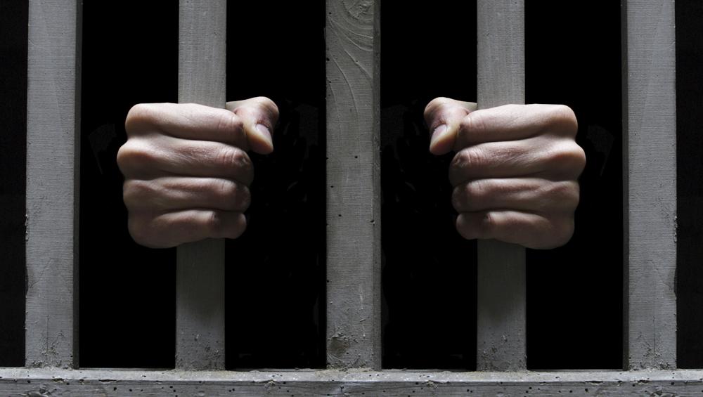 गुजरात: किन्नर की खूबसूरती में पागल हुआ कैदी, प्यार में मिली नाकामी तो जेल से की ये हरकत