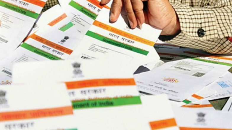 आधार कार्ड पर फिर विवाद: SBI ने डेटा के दुरुपयोग का लगाया आरोप, UIDAI ने नाकारा