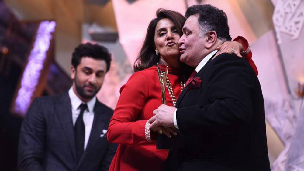बड़ी खुशखबरी: ऋषि कपूर को मिला गणपति बाप्पा का आशीर्वाद, कैंसर का ट्रीटमेंट कराकर लौट रहे हैं मुंबई