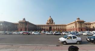 गांधी जयंती के अवसर पर प्रदर्शनकारियों ने राष्ट्रपति भवन पर आत्महत्या का किया प्रयास