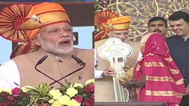साईं के दरबार में पीएम मोदी, प्रधानमंत्री आवास योजना के लाभार्थियों को सौंपी चाबी, कहा-2022 तक हर गरीब को घर देना है लक्ष्य