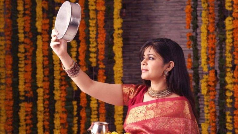 Karva Chauth Special 2019: लिव-इन-रिलेशनशिप में रहनेवाली लड़कियां क्या रह सकती हैं करवा चौथ का व्रत? आइए जानें क्या कहते हैं पुरोहित-शास्त्री!