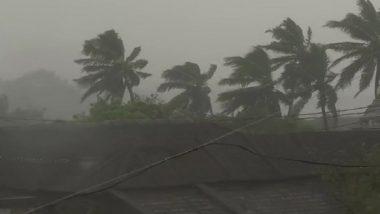 आंध्र प्रदेश-ओडिशा तट पर 'तितली' तूफान का तांडव, 150 किमी/घंटे की रफ्तार से चल रहीं हवाएं, स्कूल-कॉलेज बंद