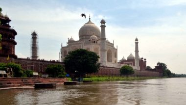 आगरा: पूजा और नमाज को लेकर संकट में ताजमहल