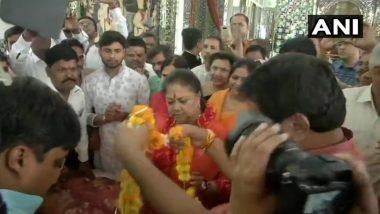 राजस्थान विधानसभा 2018: मंदिर में मत्था टेकने के बाद CM वसुंधरा राजे ने भरा नामांकन