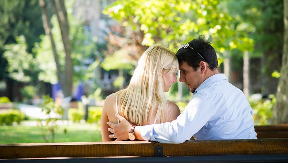 अकेलापन करना है दूर तो किराए पर खरीदें बॉय फ्रेंड, जानें ये आसान तरीका