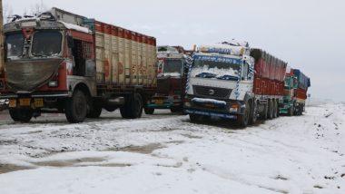 जम्मू-श्रीनगर नेशनल हाईवे बहाल, 1,400 से ज्यादा ट्रक घाटी के लिए रवाना