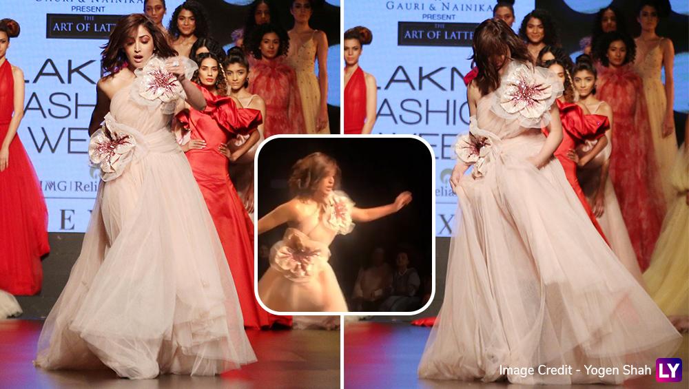 Lakme Fashion Week 2019: रैंप वॉक के दौरान यामी गौतम के साथ हुआ कुछ ऐसा कि ऑडियंस रह गई दंग, देखें वीडियो