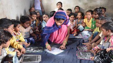 बच्चों को सुख-सुविधाओं से लैस स्कूलों में भेजने के दौर में महिला कलेक्टर ने पेश की मिसाल, आंगनवाड़ी केंद्र में कराया बेटी का एडमिशन