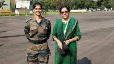 रक्षामंत्री निर्मला सीतारमण के साथ खड़ी ये महिला ऑफिसर नहीं है उनकी बेटी, जानिए इस तस्वीर की असलियत