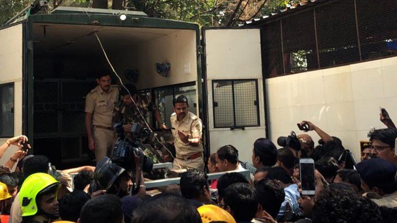 ठाणे के कोरम मॉल में घुसा तेंदुआ पकड़ा गया, पार्किंग एरिया में था बैठा, देखें Video