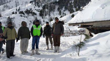 जम्मू-कश्मीर: हिमस्खलन में फंसे  शख्स को बचाया गया, व्यक्ति को मामूली चोटें आई