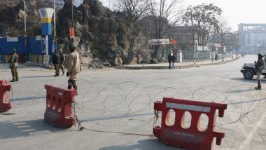 पुलवामा आतंकी हमला: जम्मू-श्रीनगर राजमार्ग में कर्फ्यू जारी, आत्मघाती हमले में 40 से ज्यादा जवान हुए शहीद