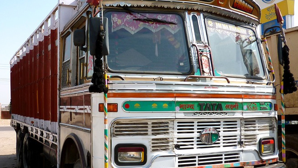 फोन नहीं देने पर दोस्त को ट्रक के आगे धकेला, इलाज के दौरान मौत