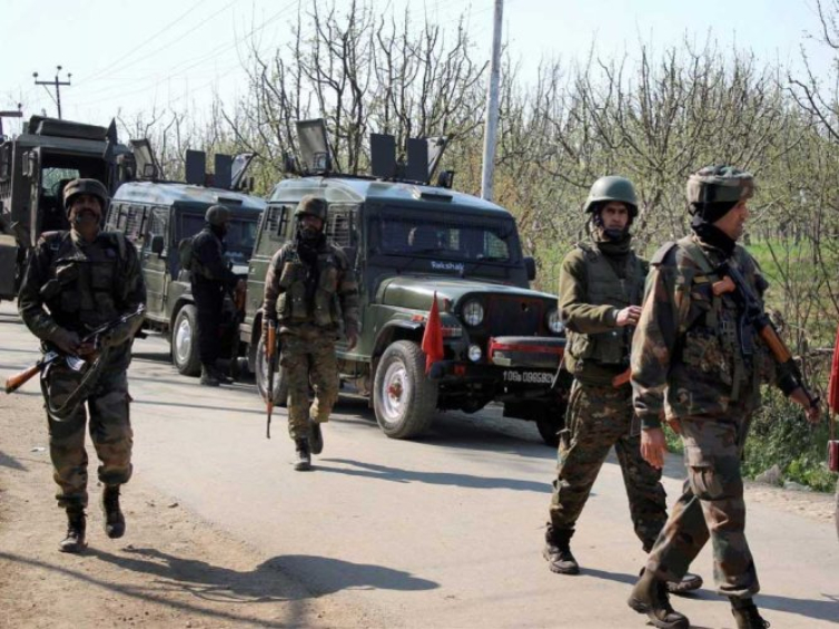 जम्मू-कश्मीर: घाटी में 35A पर आज अलगाववादियों का बंद, श्रीनगर में 14 साल बाद हुई BSF की तैनाती