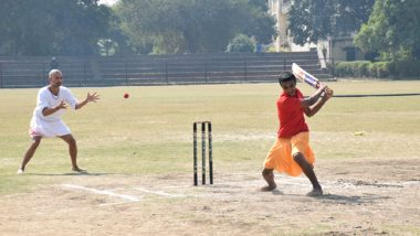 अनोखा क्रिकेट मैच! जर्सी और ट्राउजर नहीं बल्कि धोती-कुर्ता पहनकर मैदान पर जड़े चौके-छक्के, देखें वीडियो