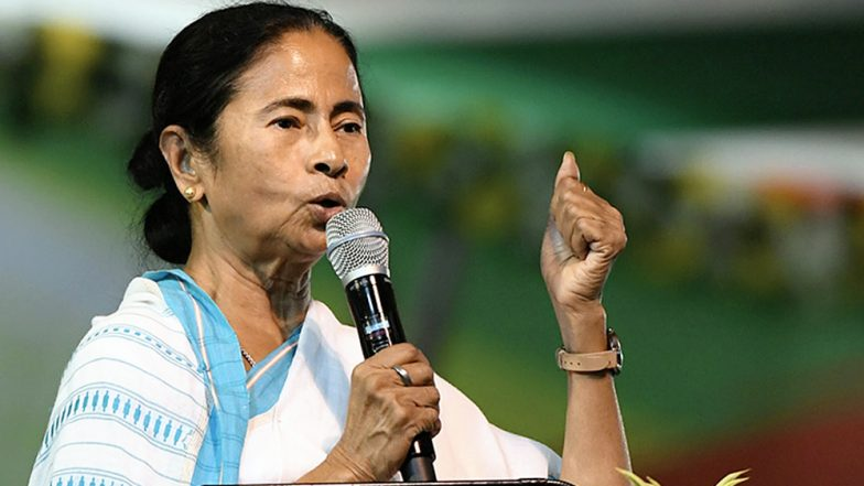 लोकसभा चुनाव 2019: ममता बनर्जी ने केंद्रीय बल के कर्मियों पर लगाया आरोप, कहा- यह लोग बीजेपी के पक्ष में मतदान के लिए डाल रहे हैं दबाव
