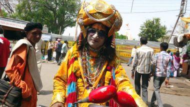 Kumbh Mela 2019: भगवान श्रीकृष्ण की तरह श्रृंगार करते हैं ये बाबा, इनके निराले रुप को देखने के लिए उमड़ती है लोगों की भीड़