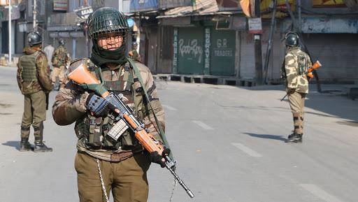 श्रीनगर : जम्मू-कश्मीर के सोपोर में सुरक्षाबलों और आतंकियों के बीच मुठभेड़, एक आतंकवादी ढेर