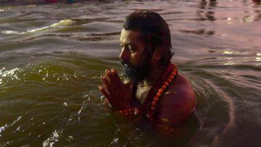 Kumbh Mela 2019: माघी पूर्णिमा पर संगम में स्नान के लिए उमड़ी श्रद्धालुओं की भीड़, लगा रहें हैं आस्था की डुबकी