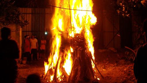 Holika Dahan 2019 पूजा विधि और शुभ मुहूर्त: जानिए होलिका दहन का समय और इस सप्ताह के व्रत एंव त्योहार