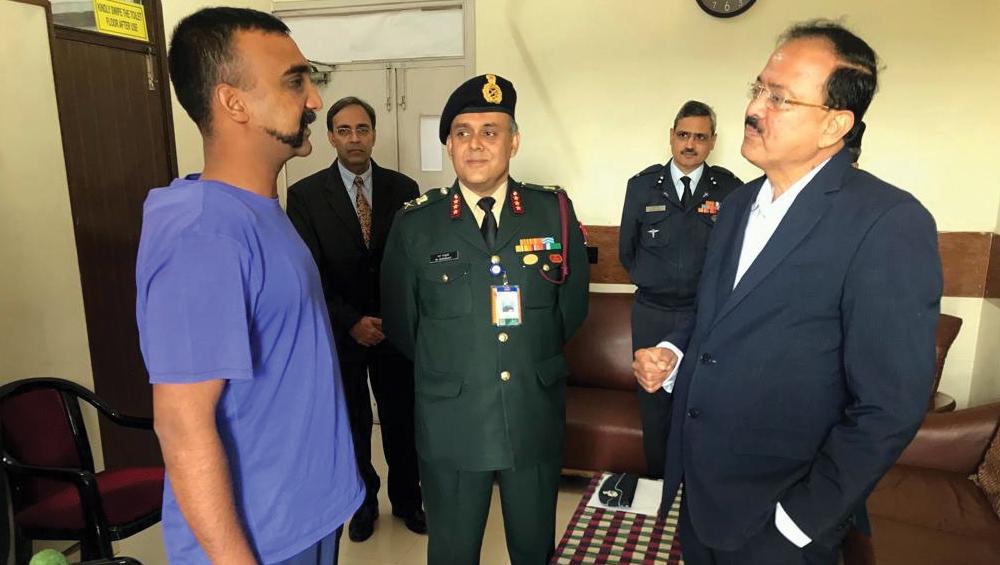 देश के हीरो विंग कमांडर अभिनंदन के लिए वायुसेना ने की 'वीर चक्र' की सिफारिश