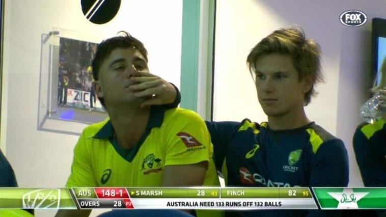 क्या मार्कस स्टोइनिस और एडम जाम्पा हैं Gay? Australia के खिलाड़ियों का 'Romance' हुआ कैमरे में कैद! देखें Viral Video