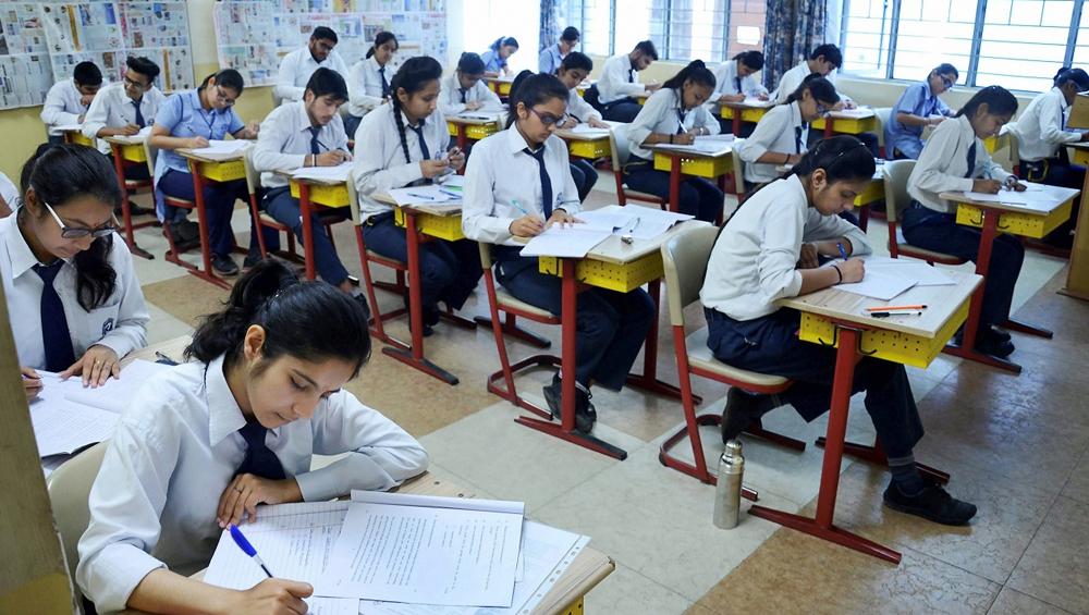 CBSE 10th-12th Exam Datesheet 2020: सीबीएसई सोमवार को जारी करेगी 10वीं और 12वीं बोर्ड परीक्षा की नई डेटशीट