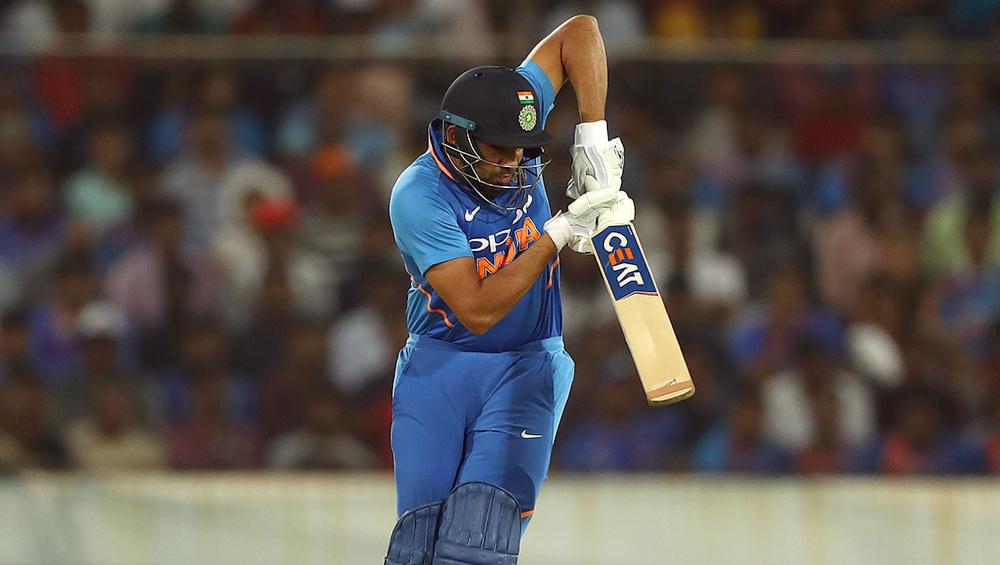 India vs Australia 3rd ODI 2019: रोहित शर्मा विवादास्पद तरीके से हुए आउट, अंपायर के फैसले पर जताई नाराजगी, देखें वीडियो