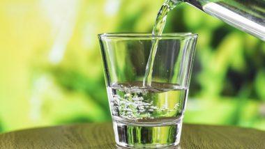 रोजाना सुबह पीएं एक गिलास गर्म पानी, शरीर को मिलेंगे ये 7 गजब के फायदे