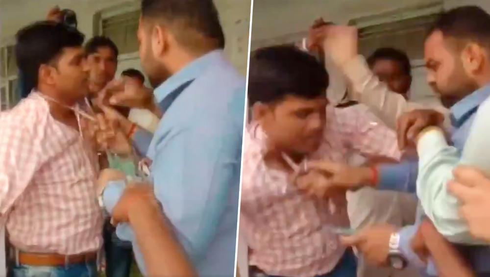 लोकसभा चुनाव 2019: मुरादाबाद में सपा को वोट देने का आरोप लगाकर, चुनाव अधिकारी को  BJP समर्थकों ने पीटा, देखें वीडियो