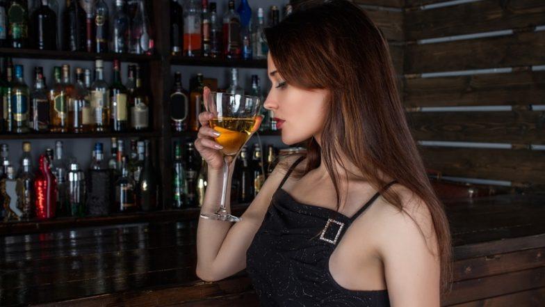शराब पीते समय न करें इन चीजों का सेवन, सेहत के लिए हो सकता है हानिकारक