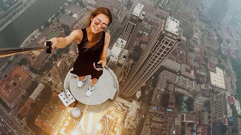 फोटो खिंचवाने के लिए बिना सेफ्टी बेल्ट ऊंची बिल्डिंग्स और टावर्स के टॉप पर चढ़ जाती है ये लड़की, वीडियो देखकर रह जाएंगे दंग
