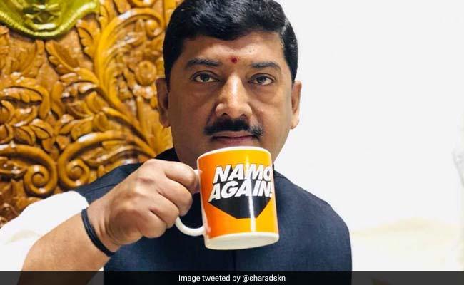 'जूताकांड' वाले बीजेपी सांसद शरद त्रिपाठी का टिकट कटा, प्रवीण निषाद संतकबीरनगर से लड़ेंगे चुनाव