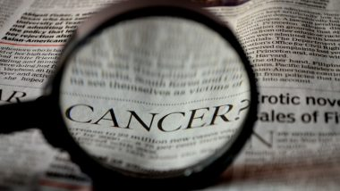 National Cancer Survivors Day 2019: समय रहते पहचान लीजिए कैंसर के ये सामान्य लक्षण, जानें कैसे शरीर में फैलती है यह गंभीर बीमारी