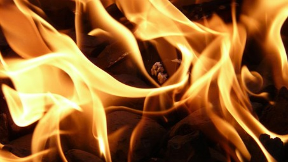 झारखंड: चलती गाड़ी में प्रेमिका ने प्रेमी को जलाया जिंदा, कहा- 'मैं उसके बच्चे की मां बनने वाली हूं इसलिए मुझे मारना चाहता है'