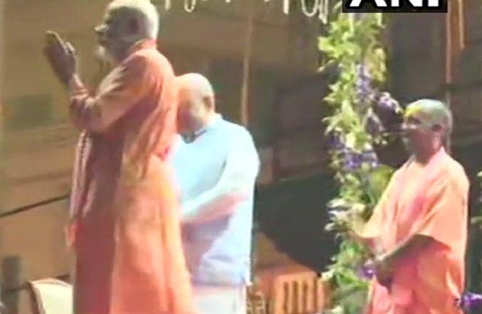 वाराणसी: प्रधानमंत्री नरेंद्र मोदी, अमित शाह और योगी आदित्यनाथ गंगा आरती में हुए शामिल, देखें वीडियो