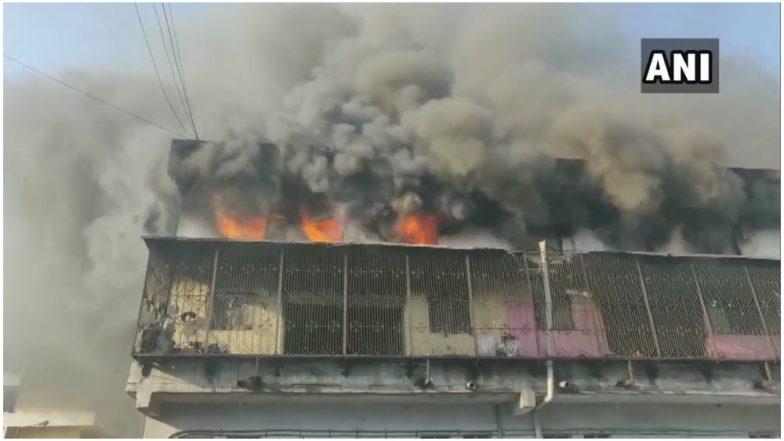 महाराष्ट्र: भिवंडी की एक बिल्डिंग में लगी भीषण आग, फायर ब्रिगेड की गाड़ियां मौके पर मौजूद