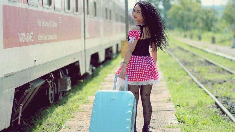 ट्रेन में सफर के दौरान न ले जाएं खाने-पीने की ये चीजें, इनके सेवन से सेहत को हो सकता है भारी नुकसान