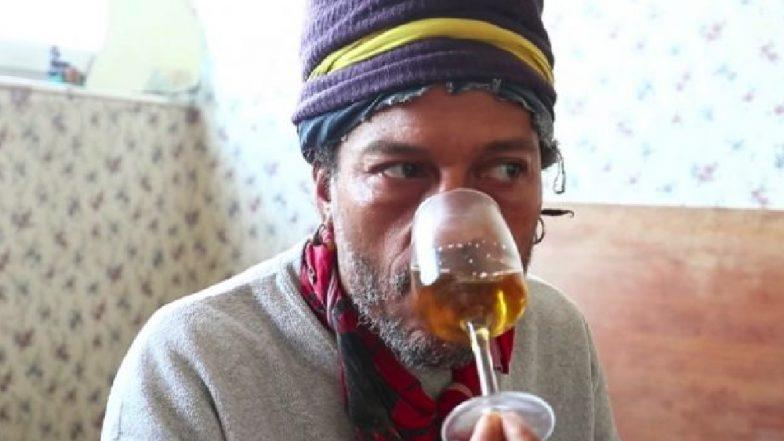 स्वस्थ रहने के लिए नाक से अपना यूरीन पीता है ये शख्स, कोई भी बीमारी न होने का करता है दावा, देखें वीडियो