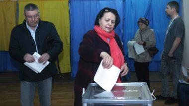 यूक्रेन: राष्ट्रपति चुनाव के पहले दौर में हास्य अभिनेता वोलोदिमिर जेलेंस्की आगे, मौजूदा प्रेसिडेंट पीटर पोरोशेंको दुसरे स्थान पर