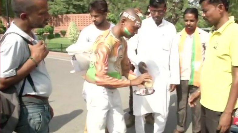 बिहार: ये शख्स नरेंद्र मोदी का है दीवाना, सिर्फ शपथ ग्रहण में चाय बेचने आया था दिल्ली, देखें अनोखी तस्वीरें