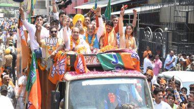 लोकसभा चुनाव 2019: बीजेपी प्रत्याशी मनोज तिवारी के रोड शो में सपना चौधरी और खेसारी लाल हुए शामिल