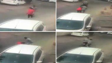 Video: दिल्ली में बदमाशों के हौसले बुलंद, दिनदहाड़े महिला की चैन छिनी, घटना CCTV में कैद