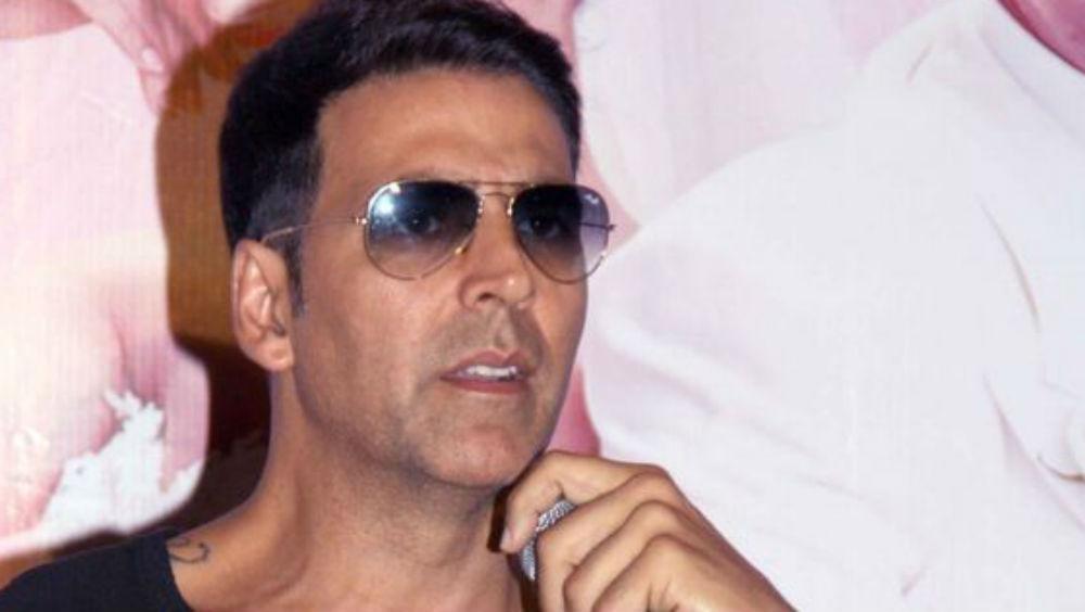 अक्षय कुमार ने की शो के सेट पर बेहोश हुए कलकार की मदद, Video ने इंटरनेट पर जीता लोगों का दिल